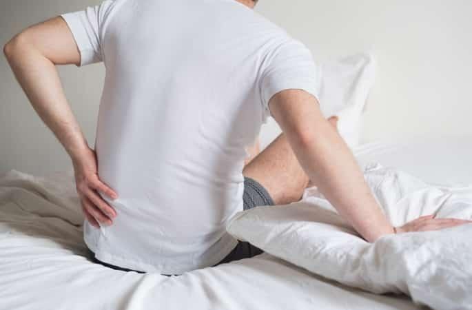 rugpijn na het opstaan